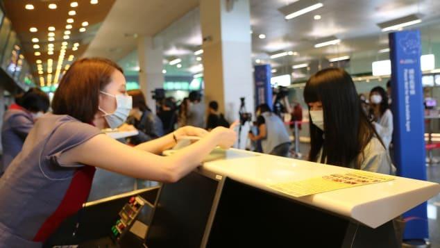 """Passageiros fazem check-in, passam pela imigração em """"embarcam"""" em um Airbus A330, que não decola"""