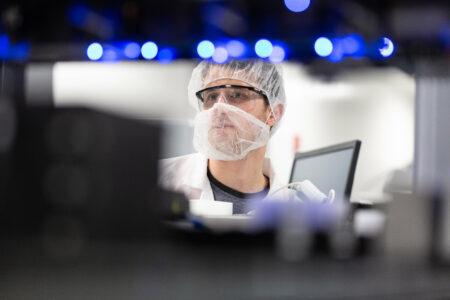O laboratório Moderna está na frente na corrida pela vacina para a covid-19