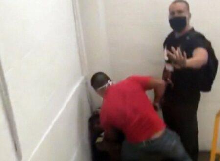 Imagem mostra o momento da agressão