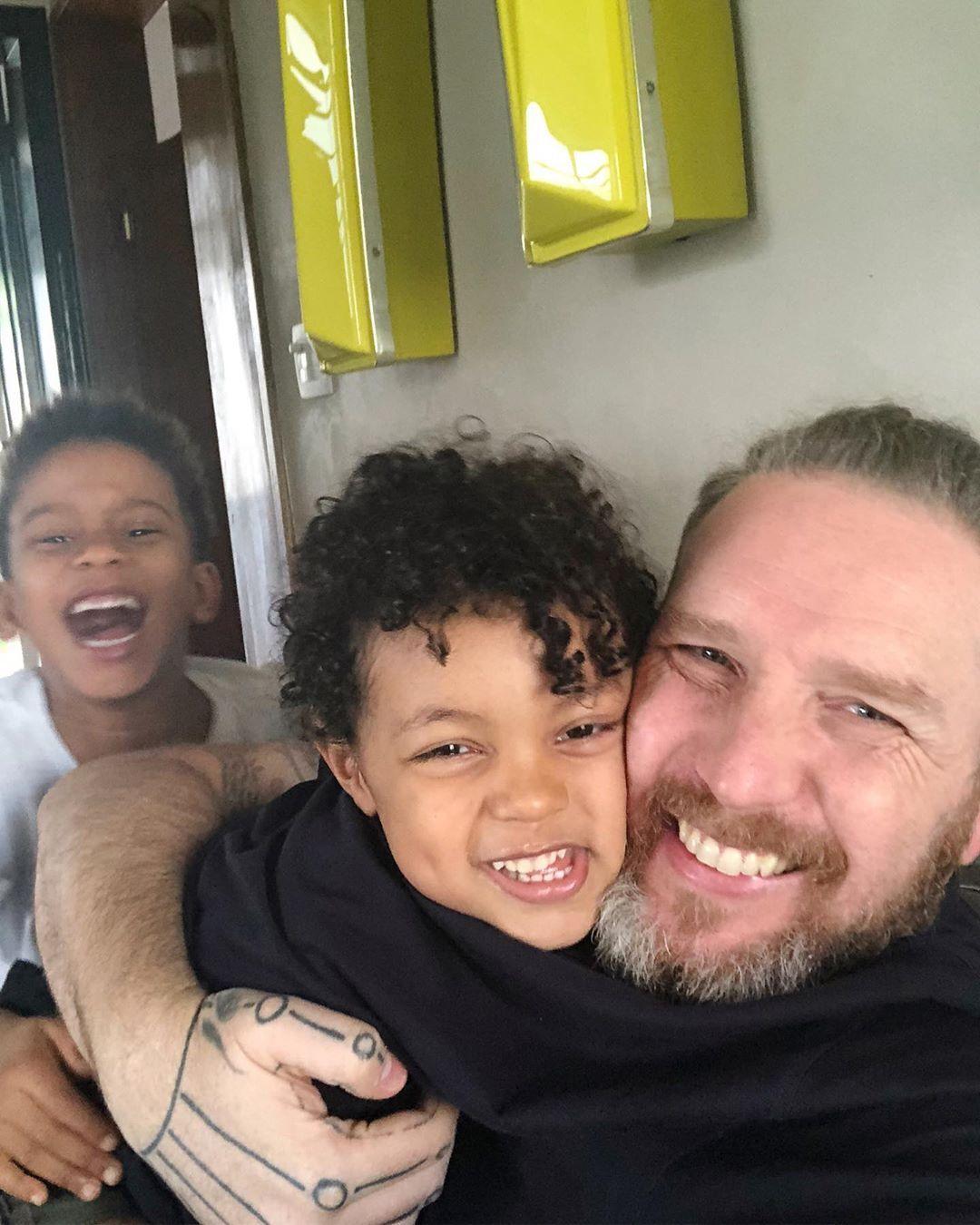 Alexandre Herchcovitch e seus dois filhos, Fernando e Ben