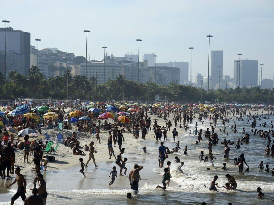 praia lotada