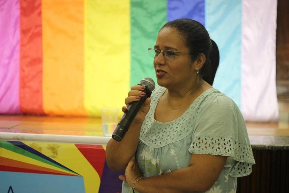 """Eleonora Pereira faz parte do """"Mães pela Igualdade"""", Grupo do Facebook que apoia famílias de pessoas LGBTQIA+ e participa da campanha #SomosMaisJuntos"""