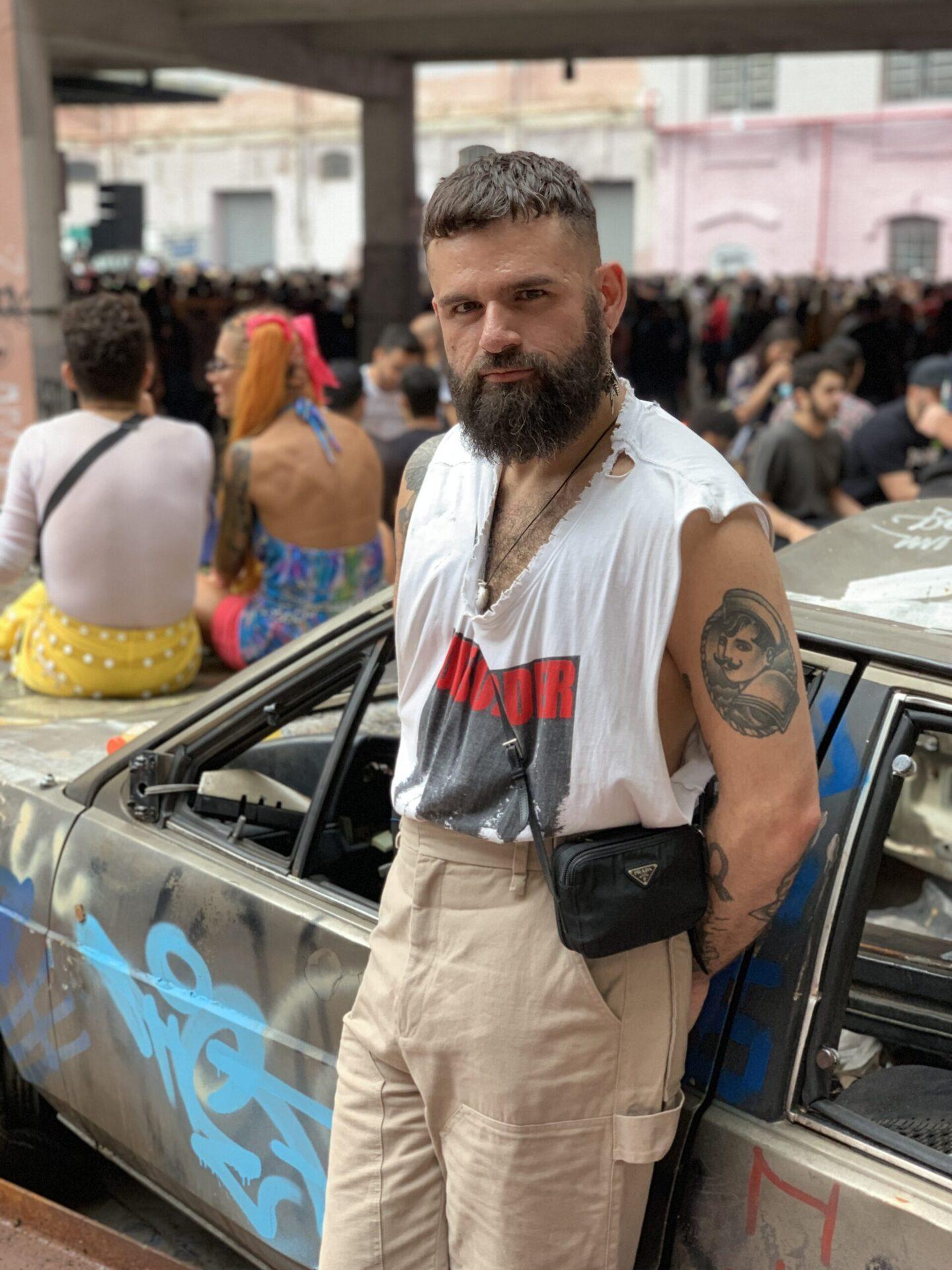 Produtor e ativista LGBTQIA+, Thiago Roberto conta de que forma os Grupos do Facebook têm relevância na transformação da linguagem e da sociedade