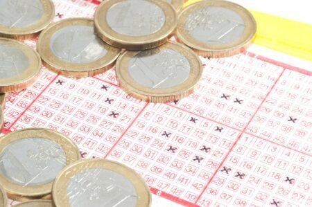 sem-teto bilhete loteria premiado