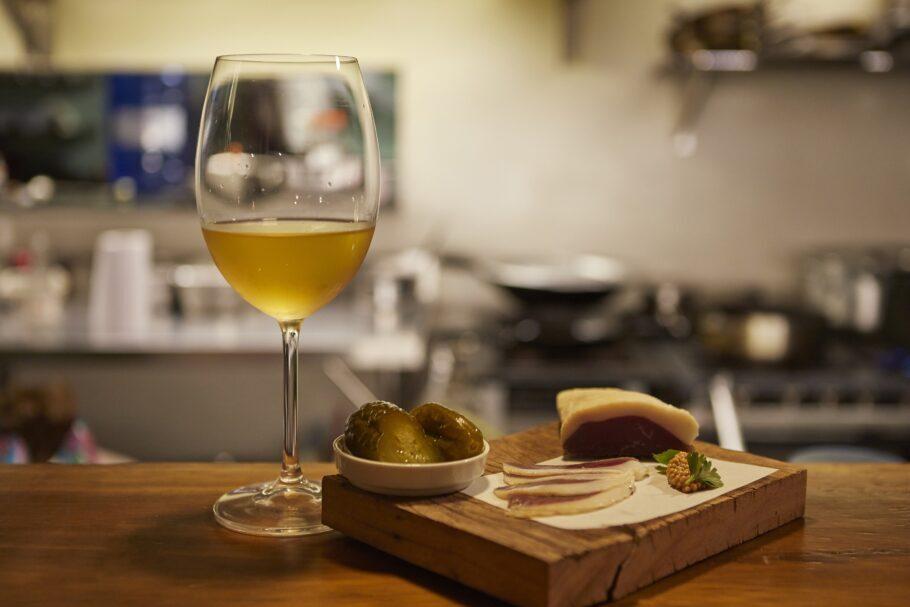 O aconchegante Beverino aposta em vinhos biodinâmicos e pratos com ingredientes orgânicos selecionados