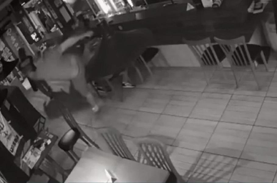 agressão em restaurante
