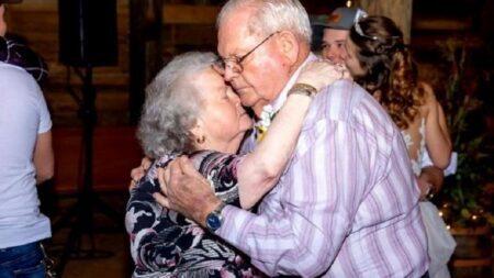Após 61 anos juntos, casal infectado pela Covid-19 morre de mãos dadas