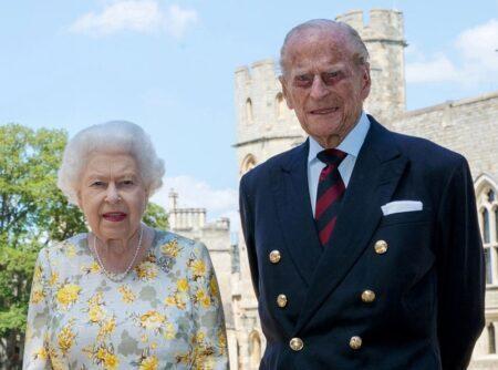 Rainha Elizabeth e Príncipe Philip são vacinados contra a Covid-19