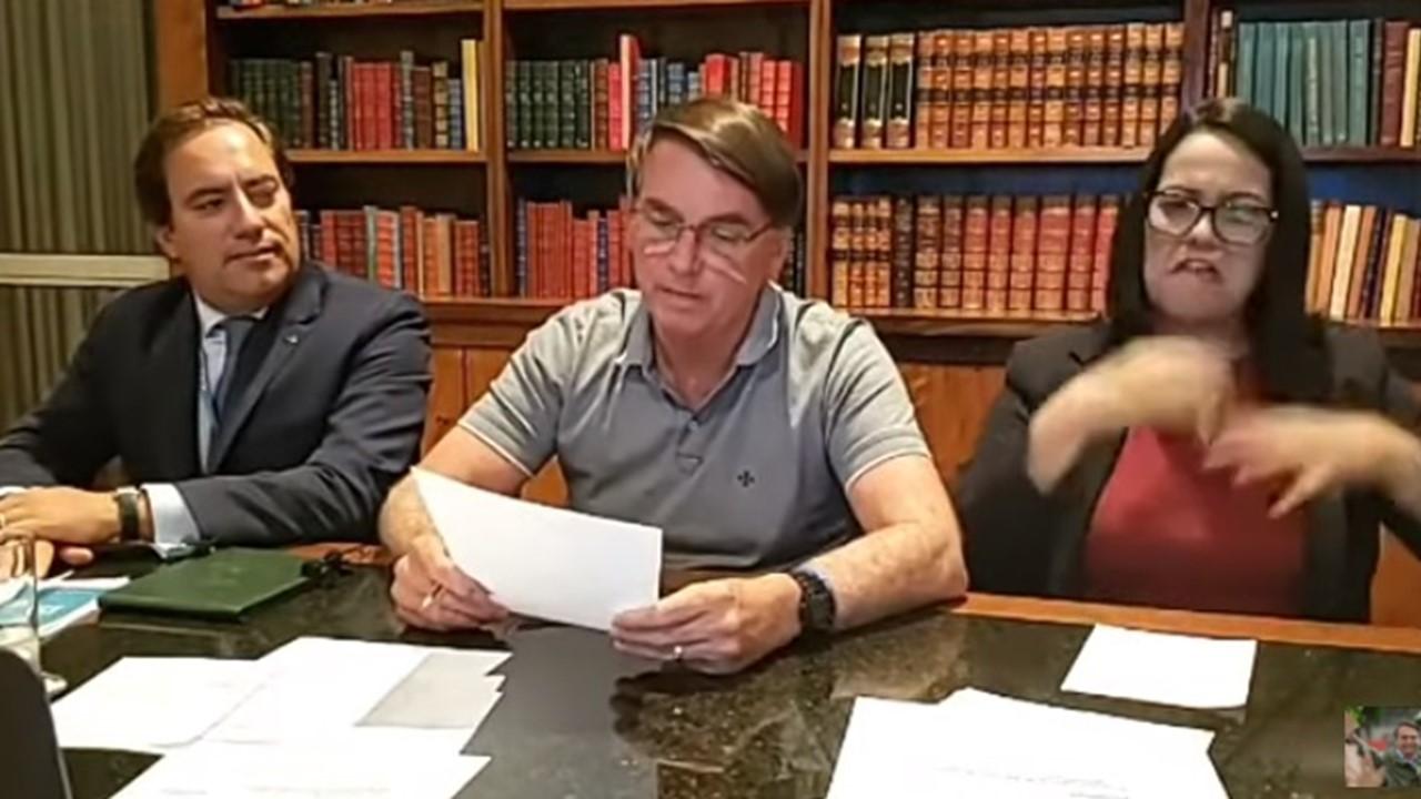 Bolsonaro durante sua live semanal
