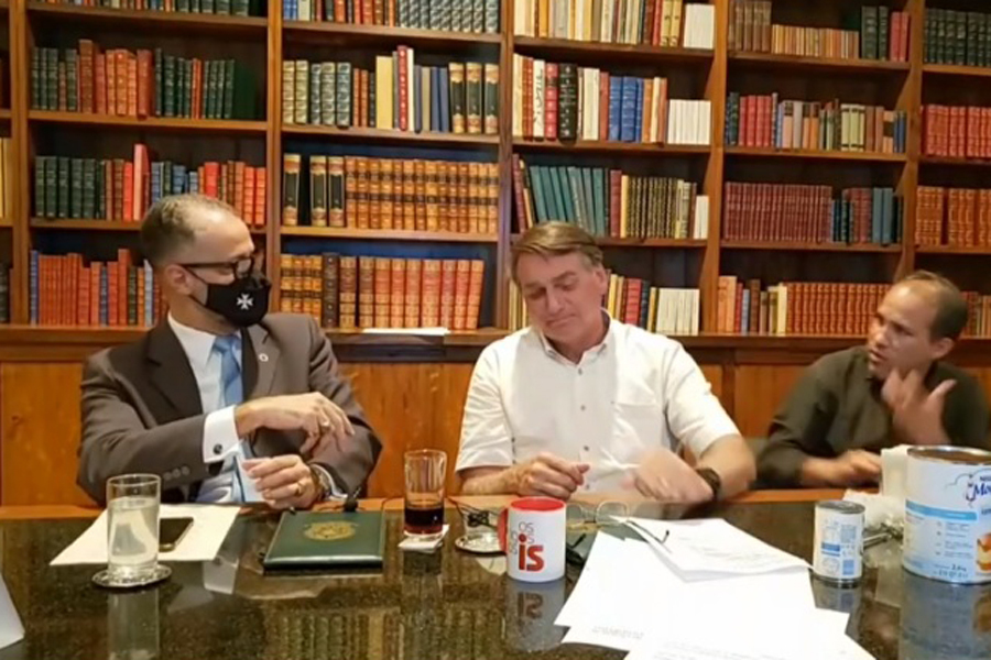 chefe da anvisa convida Bolsonaro a se vacinar