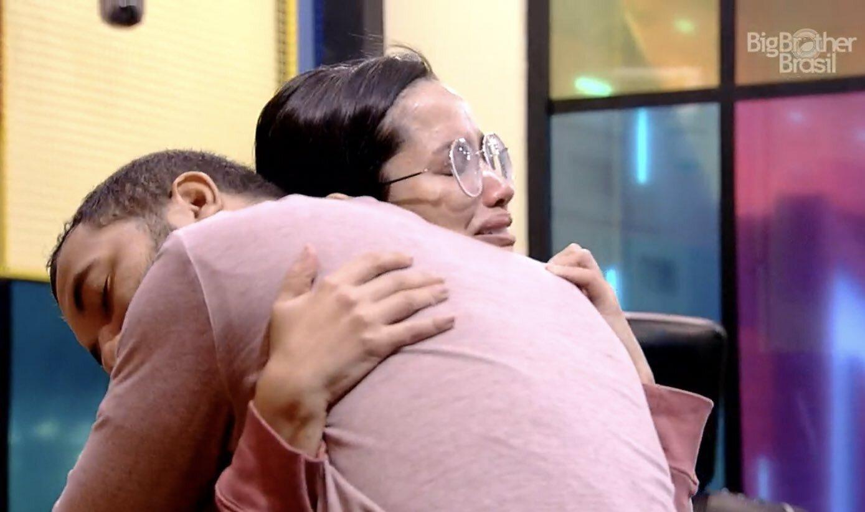 Gilberto e Juliette se unem e emocionam ao selarem amizade