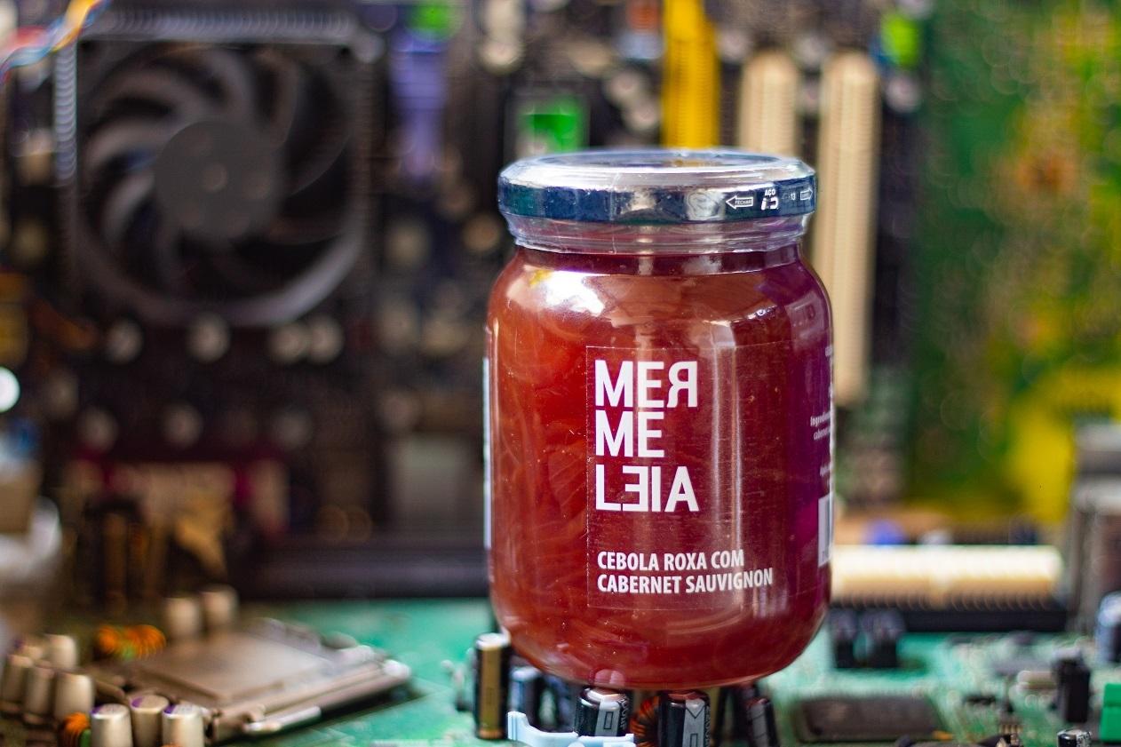 A geleia de cebola roxa com cabernet sauvignon é um dos maiores sucessos entre os sabores da Mermeleia