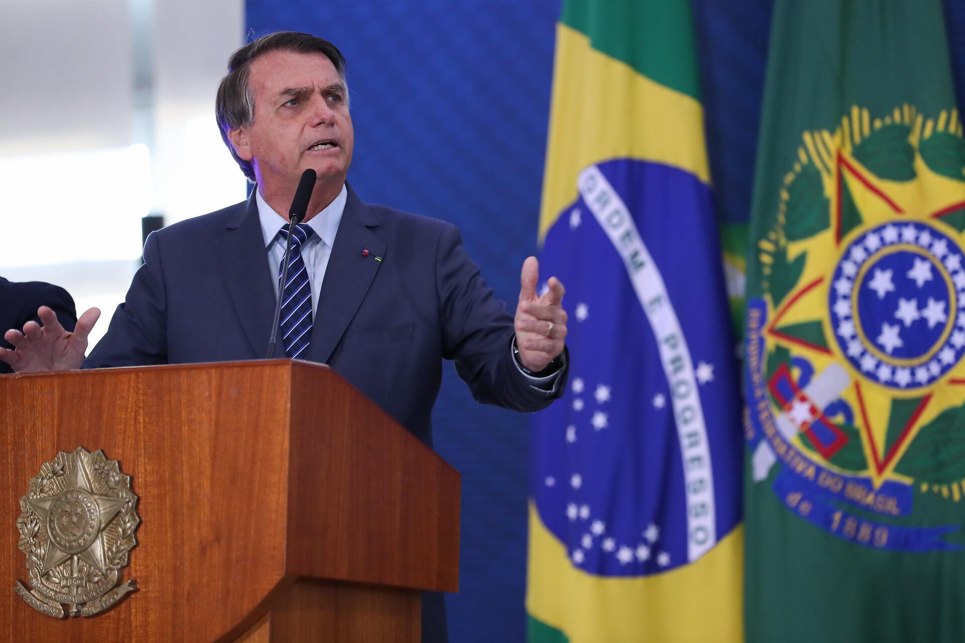 Bolsonaro insinua que coronavírus foi criado pela China para uso em 'guerra'