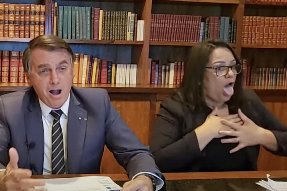 Bolsonaro imita falta de ar