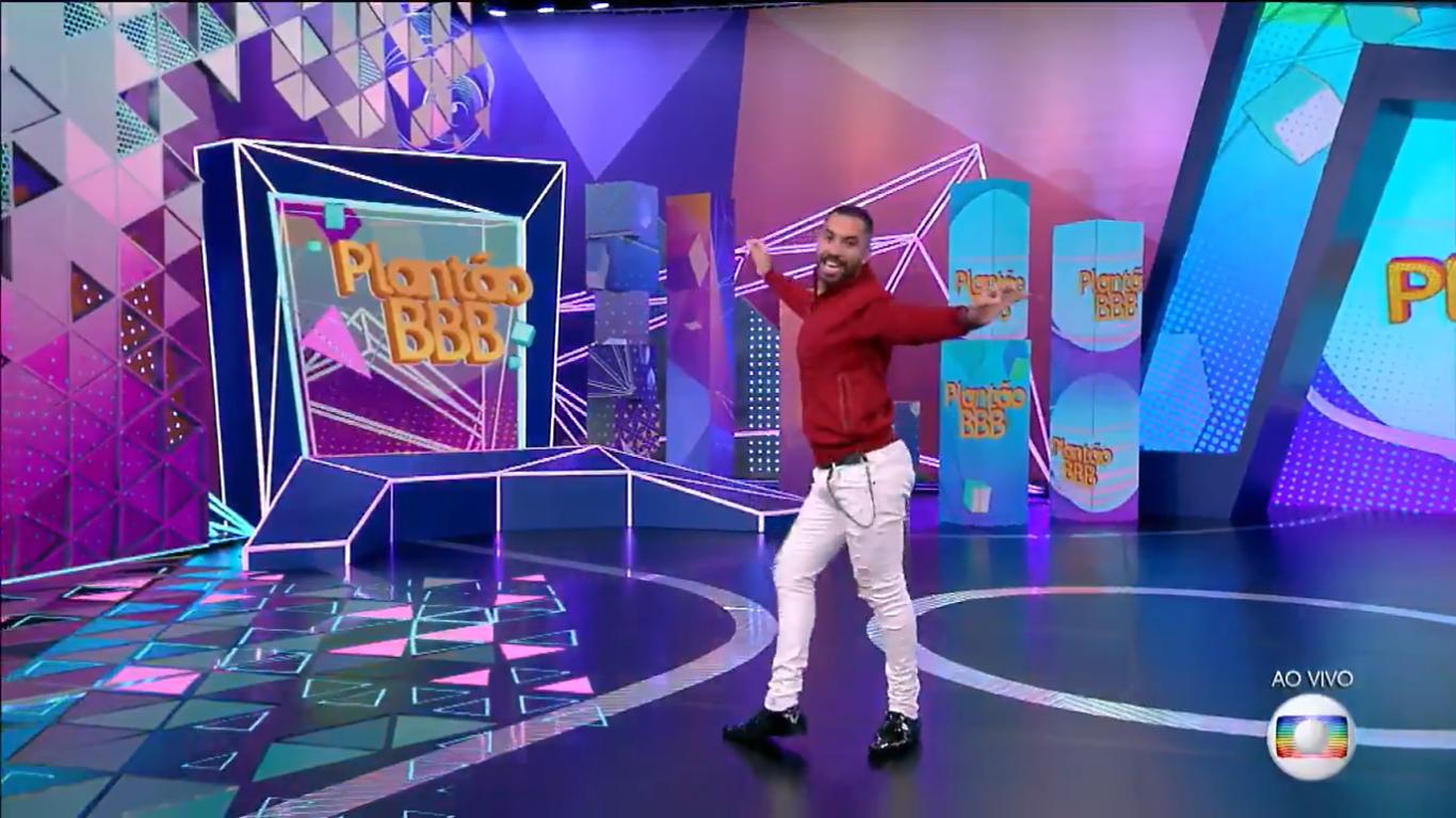 Gil do Vigor apresenta 'Plantão BBB' com Ana Clara na Globo e web aclama