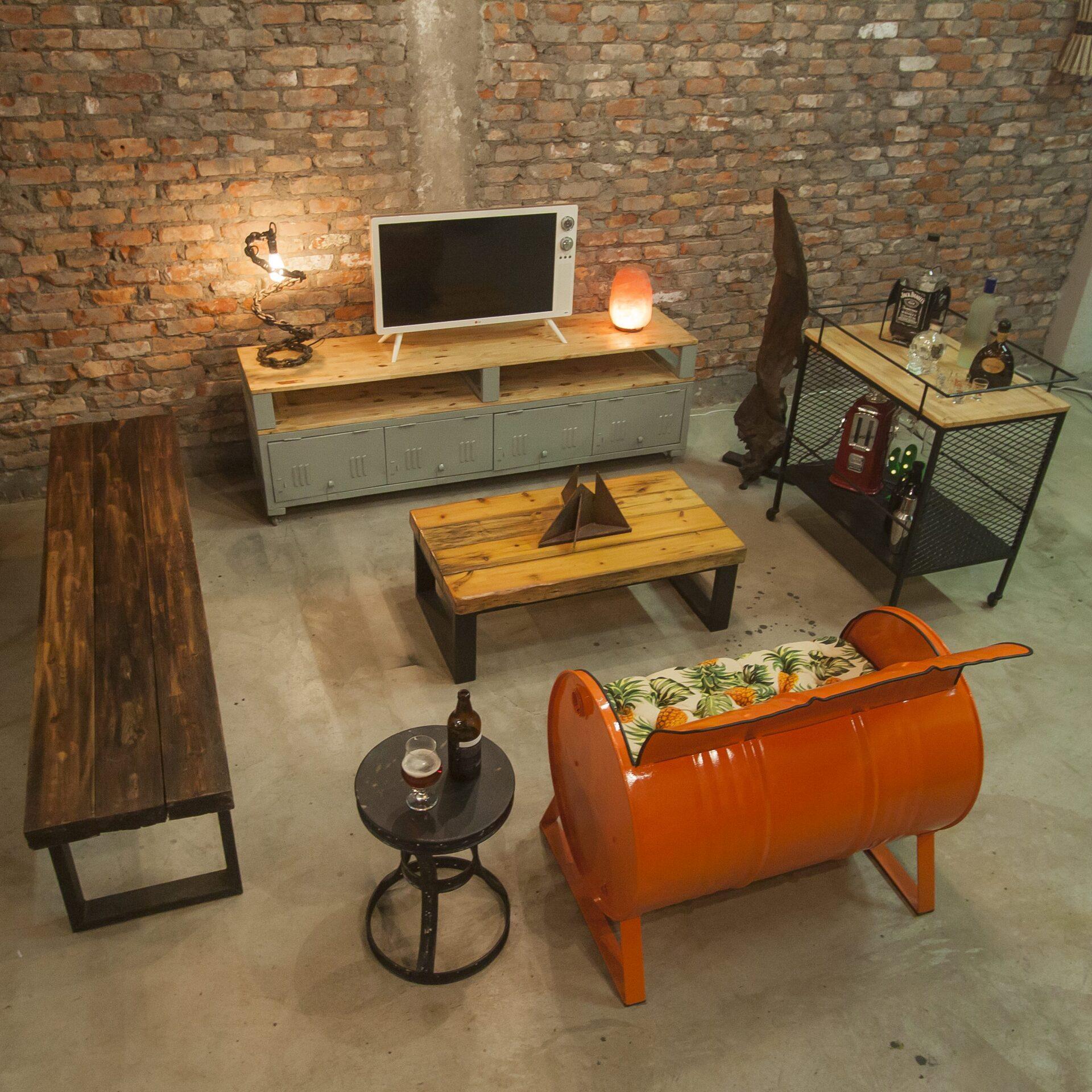 Os móveis da Insana Design são todos construídos artesanalmente a partir do conceito de upcycle