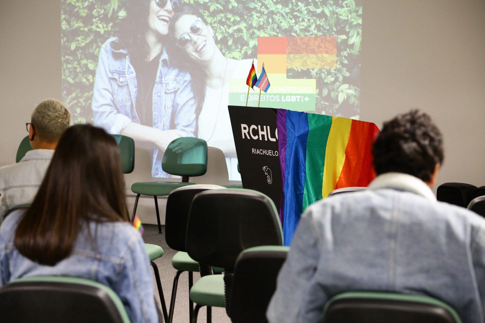 Riachuelo potencializa seu compromisso com a diversidade no Mês do Orgulho ao destacar a importância de ser uma das signatárias do Fórum de Empresas e Direitos LGBTI +