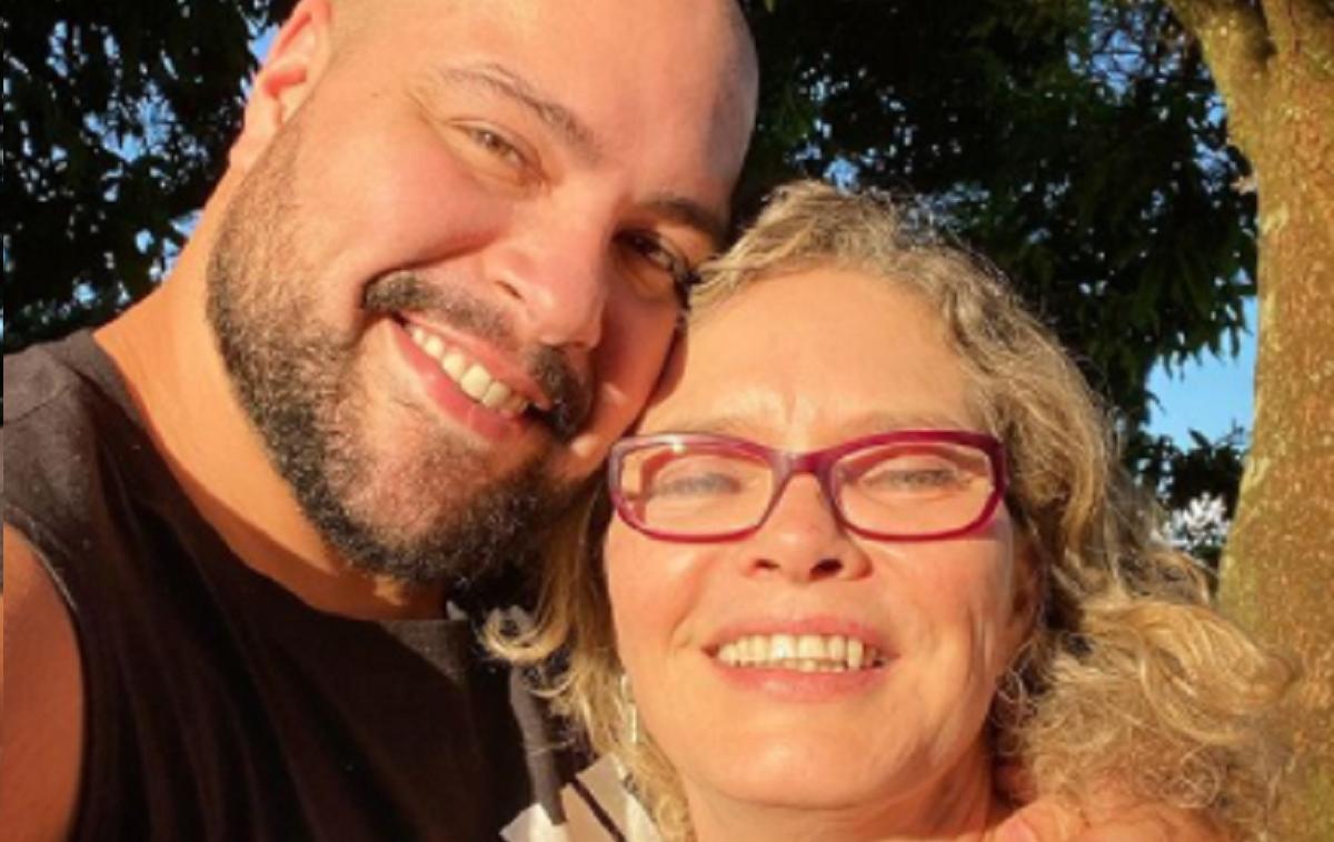Mãe de Tiago Abravanel manda indireta para irmã nas redes sociais