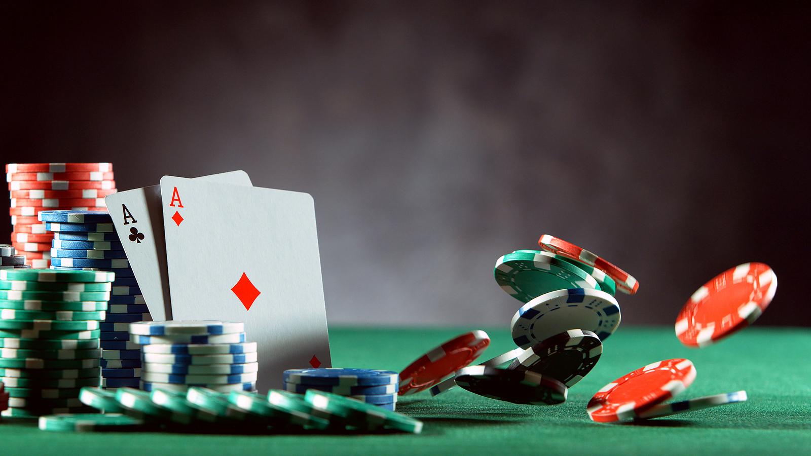 O poker, especialmente na versão online, que pode ser praticada com um tablet, computador ou telefone celular, conta com mais de 60 milhões de jogadores nos Estados Unidos e cerca de 100 milhões espalhados pelo mundo