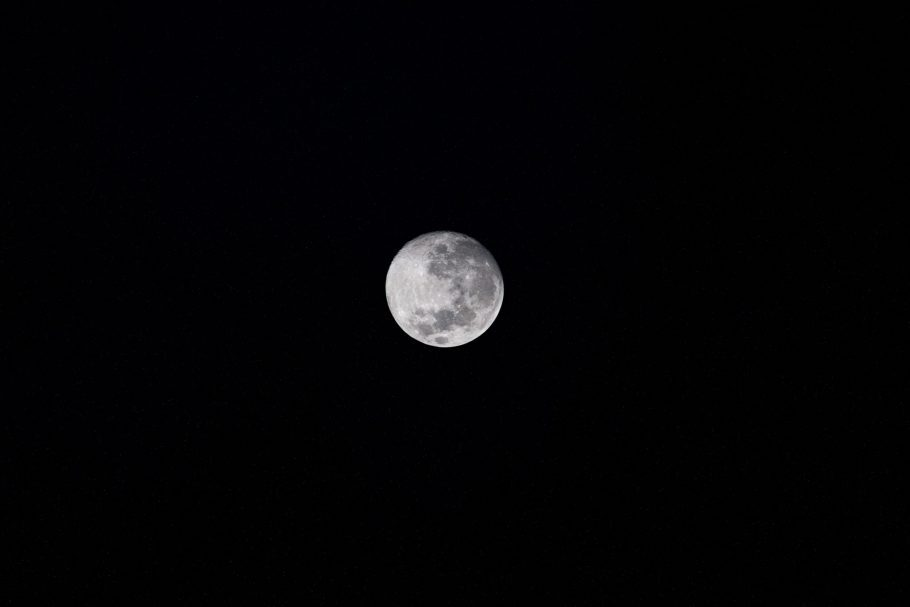 foto da lua feita por um telescópio da Nasa