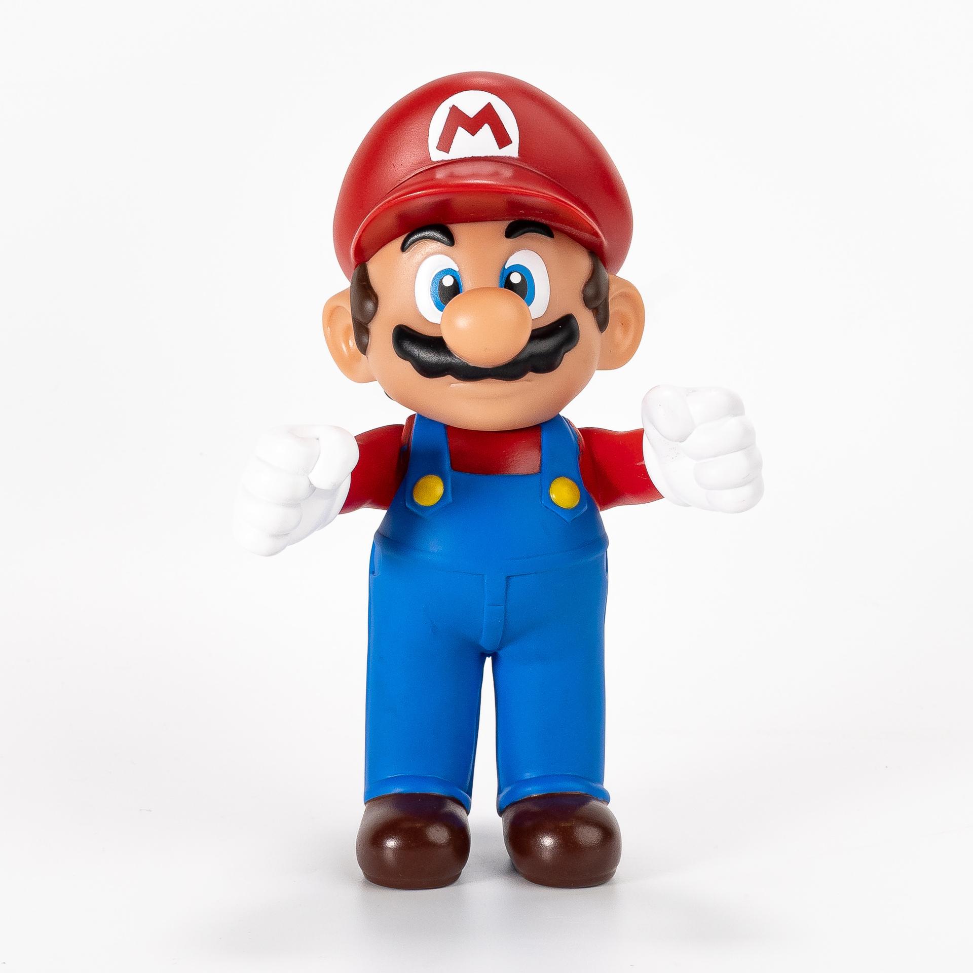 Na Snaik Games os bonecos do Super Mario estão pela metade do preço - de R$79,90 por R$ 39,90