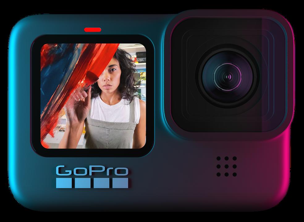 Entre as novidades da GoPro Hero 9 Black estão a tela frontal, que facilita o enquadramento para vídeos self, estabilização de imagem mais avançada, suporte a lentes e construção à prova d'água
