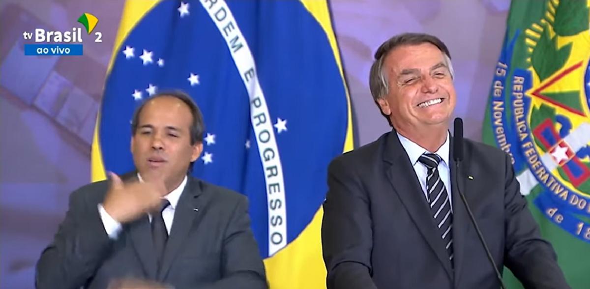 'Fake News faz parte da nossa vida', defende presidente Bolsonaro