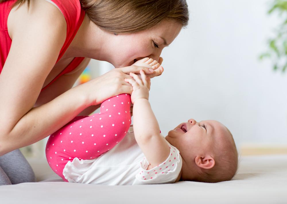 Desenvolvimento Dos 0 Aos 12 Meses Dicas Para Brincar Com Seu Bebê