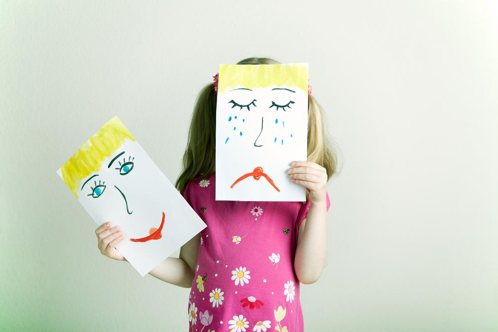 Como qualquer ser humano, crianças não são sempre alegres e coloridas. E é preciso saber falar sobre emoções com os pequenos.