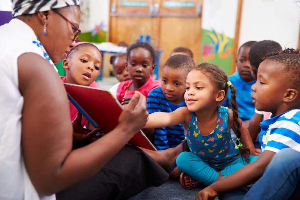 """Para ler poesia com as crianças, mais do que """"mostrar"""" onde está o sentido, o importante é oferecer a experiência."""