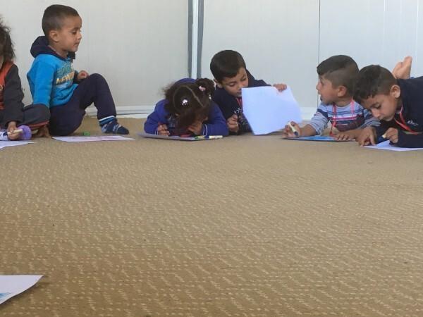 Crianças do campo de refugiados Chamuski.