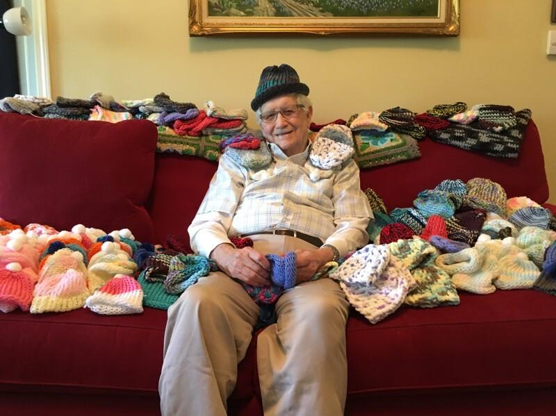 Com seu projeto de tricô solidário para bebês, Ed inspirou outros moradores da comunidade onde vive a fazer o mesmo e se tornou um exemplo de empatia.
