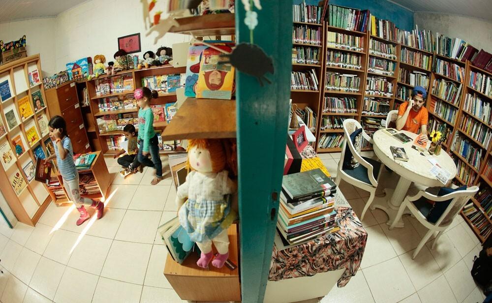 """Biblioteca Comunitária """"Caminhos da Leitura"""", em Parelheiros."""