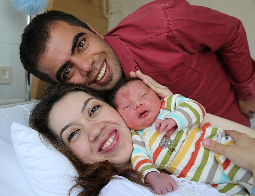 Logo após o nascimento o 'bebê do amor' já estava famoso na maternidade