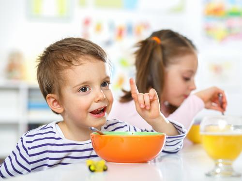 Como em uma corrente, o método do 'food chaining' prevê uma mudança gradual dos hábitos alimentares dos pequenos.