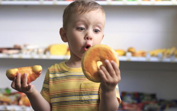 """Atenção: a indicação """"Não contém açúcar"""" se refere normalmente ao açúcar comum, mas a maioria dos alimentos industrializados utiliza mais de um tipo de açúcar em sua composição."""