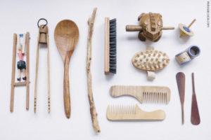 Os objetos para a cesta de tesouros podem ser encontrados em casa ou na natureza.