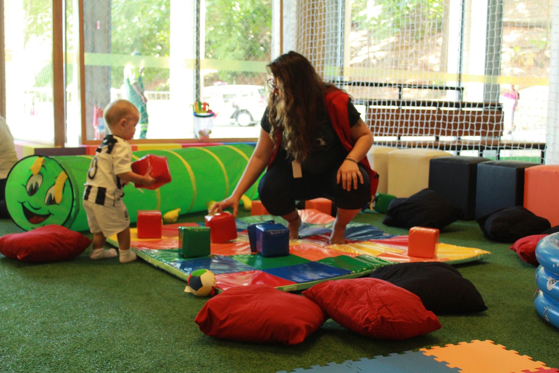 Um novo espaço de acolhida para os bebês brincarem livremente enquanto os pais aproveitam a programação do Museu.