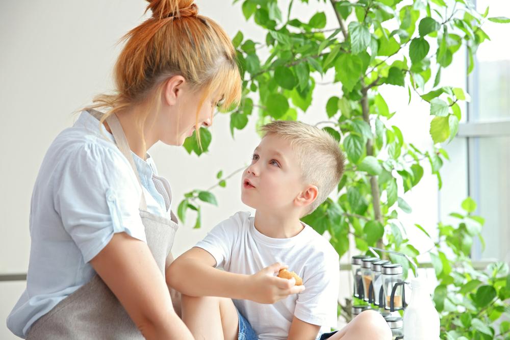 No diálogo aberto, as crianças expressam seus pensamentos e emoções, por isso é importante criar os espaços de silêncio em que as crianças possam se sentir seguras para falar.
