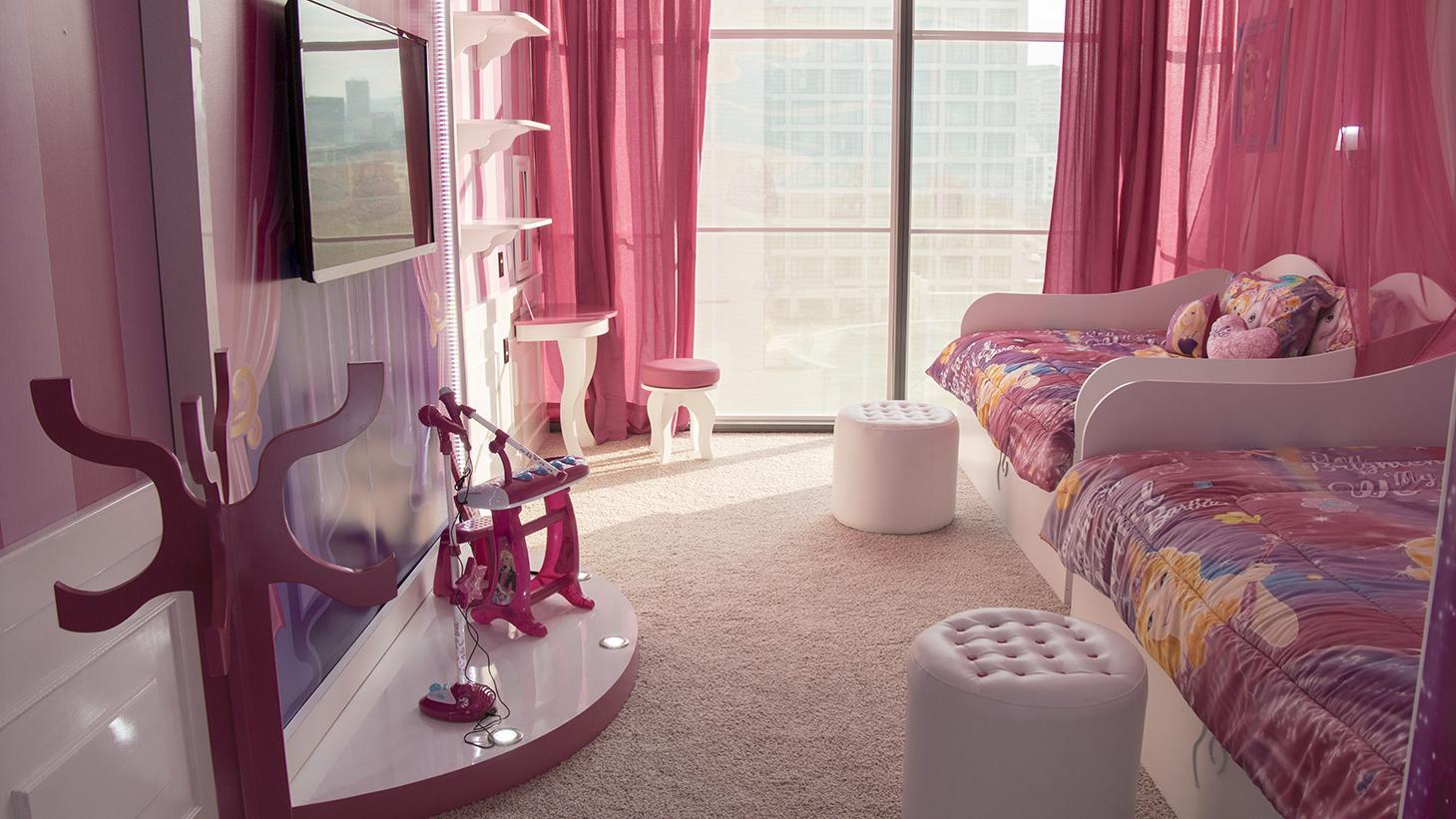 Hotel no México tem quarto inspirado na boneca Barbie #92394B 1459x821 Acessorios Banheiro Hotel