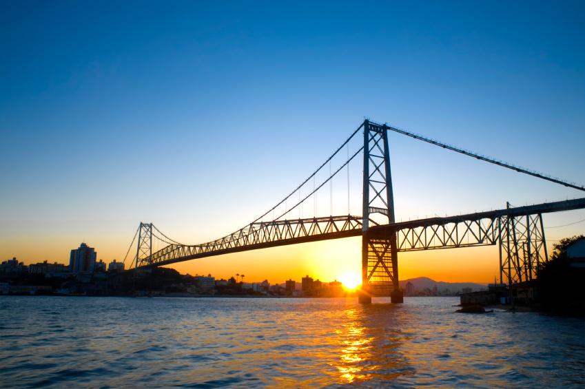 Ponte Hercílio Luz, um dos cartões-postais de Floripa
