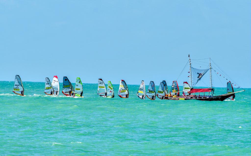 1200px-Windsurf_em_Fortaleza_2
