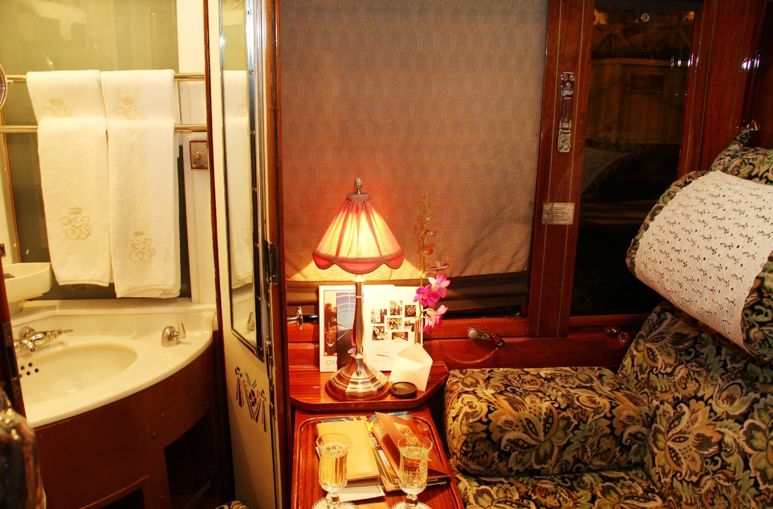 Interior do Venice Simplon-Orient-Express, que vai de Paris a Veneza