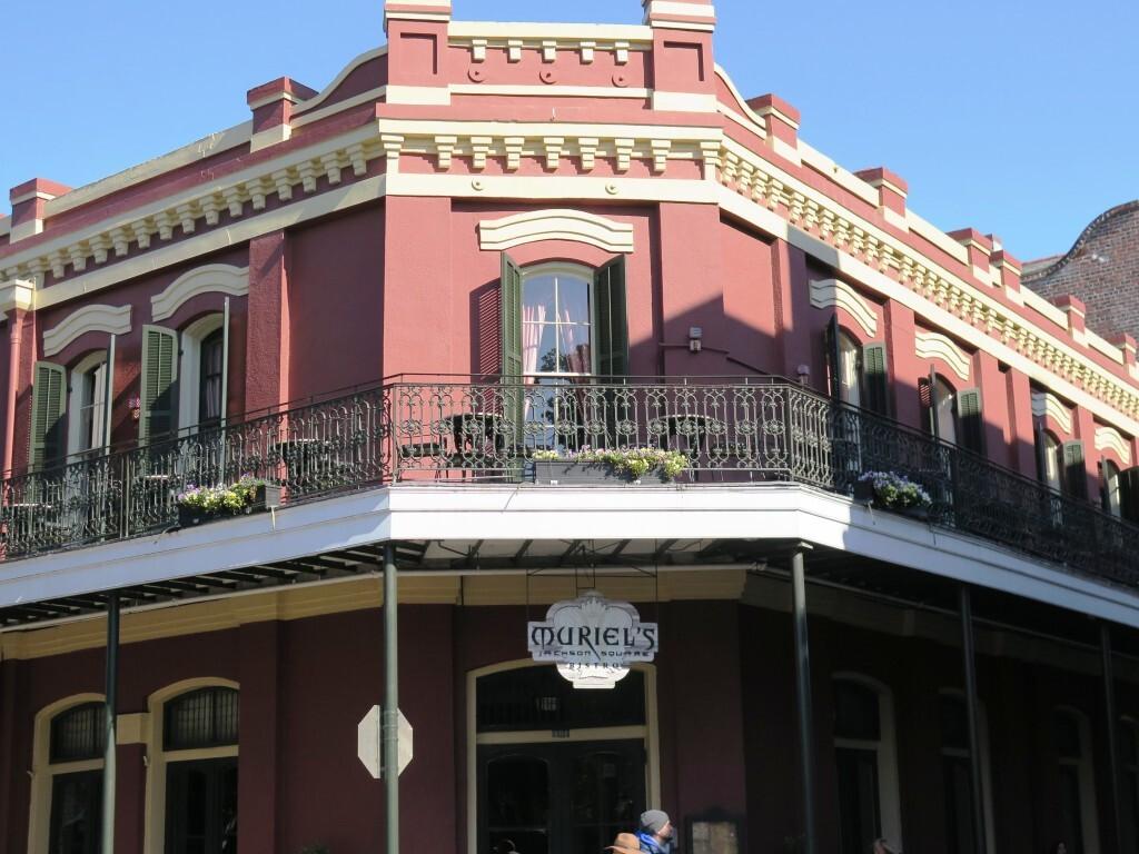 Muriels, um dos restaurantes que serve a mesa para o fantasma que mora na casa