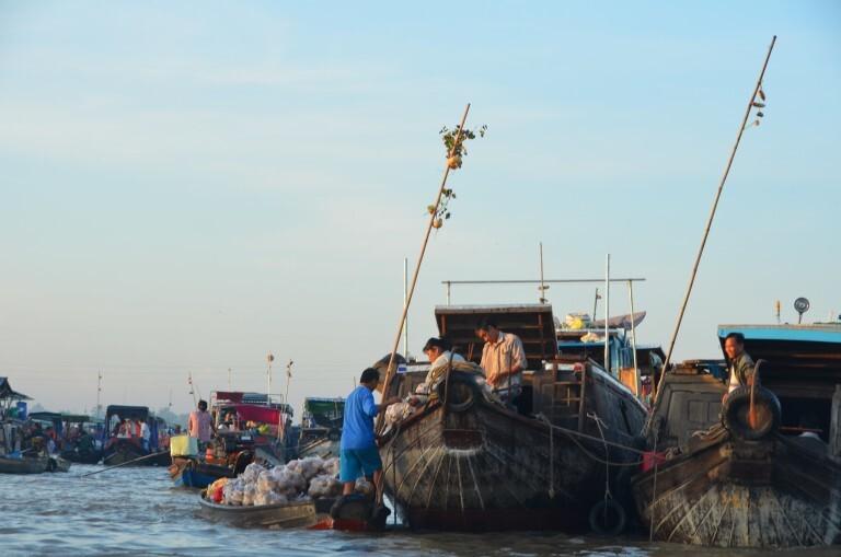 Mercado atacadista flutuante de Can Tho, no Delta do Mekong