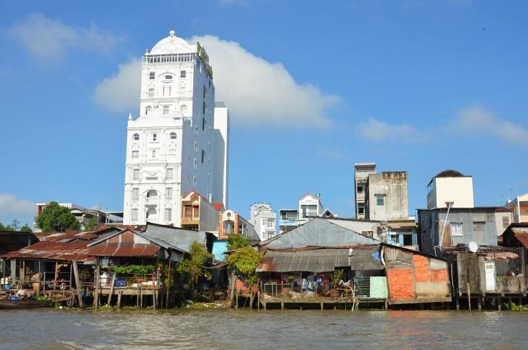 """s margens do rio Mekong, em Can Tho, a """"capital do delta"""". Desigualdade é padrão em países pobres…"""