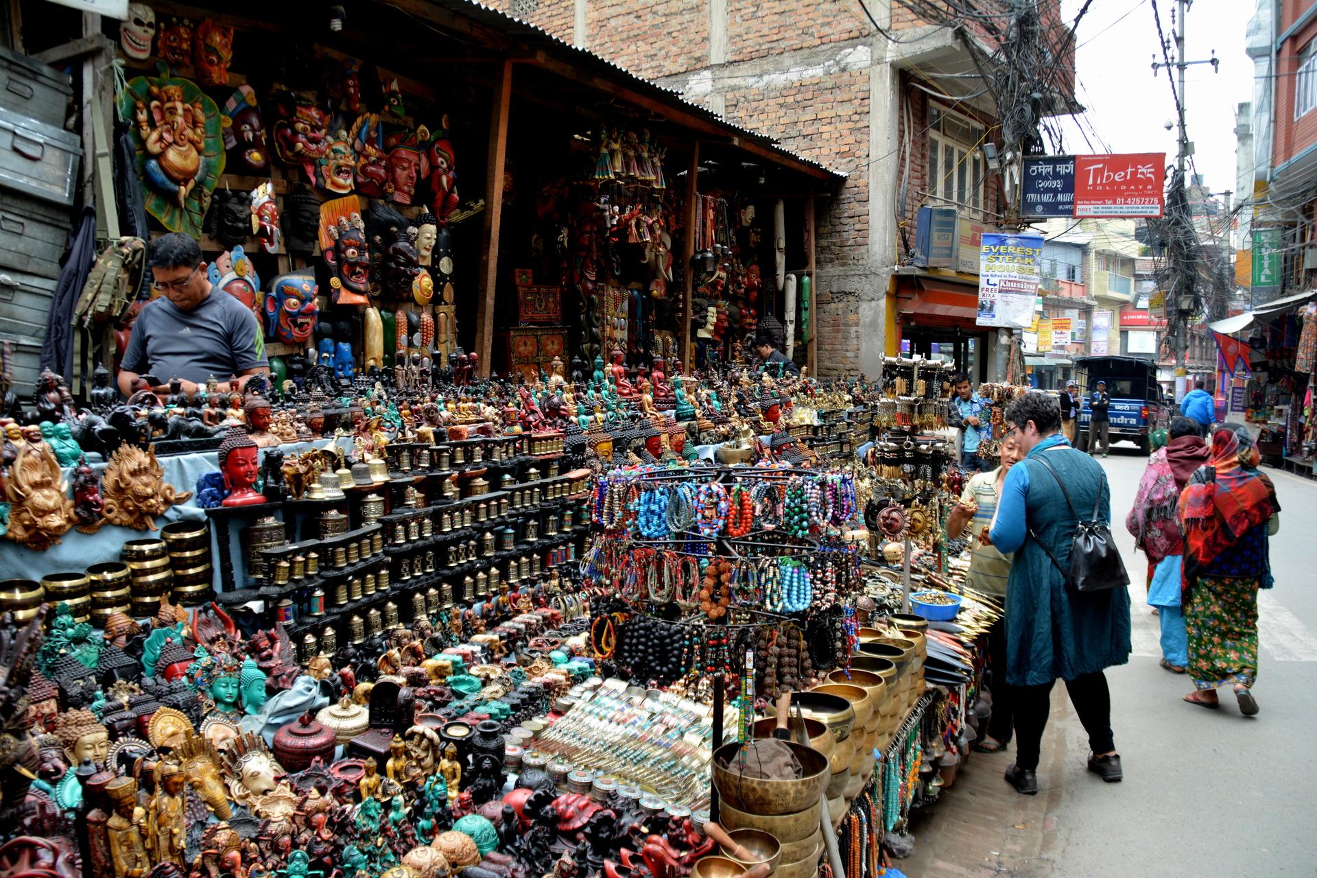 Compras_-_loja_de_souvenir_em_Kathmandu
