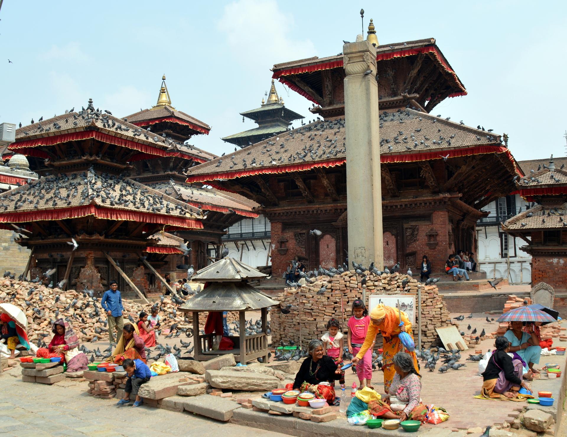 Templos e tijolos na praça Darbar, em Kathmandu