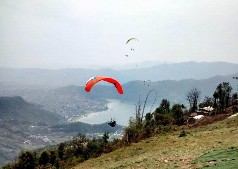 Paraglider em Phokara