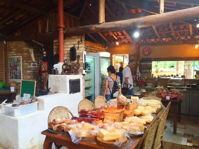 Fazenda Aracatu serve delícias da roça